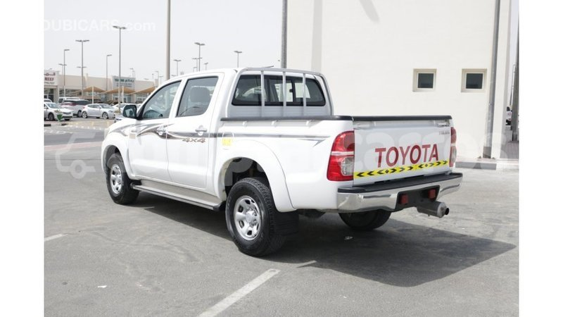 Big with watermark toyota hilux annobon import dubai 1068